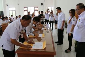 Penandatanganan Pakta Integritas di jajaran Pemkot Tomohon