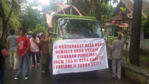 Aksi Demo warga Desa Kumu Kecamatan Tombariri