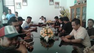 Sekda Minsel ,  Drs Danny Rindengan MSi, wartawan biro Minsel,Pers