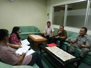 Kabag Humas Pemkab Mitra Cs saat berada di Kantor Dewan Pers