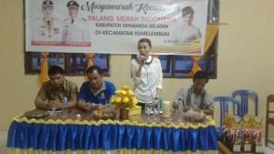 Filly Yakin SIP memberikan sambutan usai terpilih Ketua PMI Kecamatan Kumelembuai