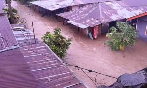 Rumah warga yang tergenang air di Bitung