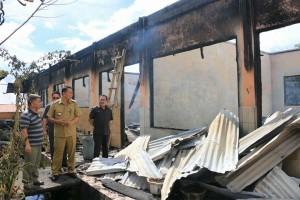 Wali kota meninjau bangunan di SMP Katolik BHKY yang terbakar
