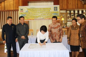 Penandatanganan MoU DPRD Tomohon-Kanwil Kemenkumham Sulut