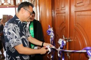 Wali Kota Tomohon gunting pita Kantor Jemaat Wilayah Tomohon Satu