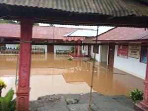 Sekolah di Remboken tergenang air