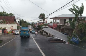 Rumah yang rusak diterjang angin kerncang di Lowu Ratahan