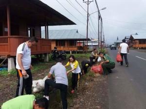 Olahraga dan bersih-bersih dalam rangka HUT ke-39 Kelurahan Woloan Satu