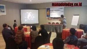 """dr. Victor Joseph, ketika menyampaikan materinya terkait bahaya jantung koroner, pada kegiatan media gathering yang mengangkat topik """"penyakit jantung koroner"""" di Hotel Aryaduta Manado"""