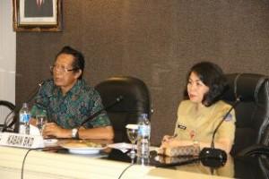 Ketua tim sosialisasi program studi S2 UNUD Bali Dr. Gede Wijana, didampingi Kepala BKD Sulut, Femmy Suluh