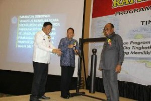 Sekdaprov Sulut ketika membuka kegiatan rakorda rogram KKBPK tingkat Provinsi Sulut