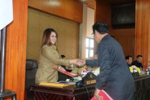 Wakil Wali Kota Syerly Adelyn Sompotan saat menghadiri Rapat Paripurna