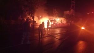 Kebakaran yang menghanguskan rumah dan mobil