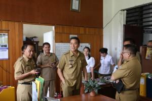 Wali Kota Tomohon mengecek kesiapan relokasi kantor sekretariat daerah