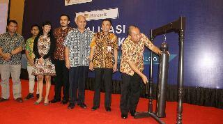 Asisten II Sulut Rudy Mokoginta, ketika membuka kegiatan Sosialisasi E-Katalog dan E-Purchasing Lembaga Kebijakan Pengadaan Barang dan Jasa (LKPP), yang dilaksanakan di Hotel Peninsula Manado, Kamis (23/3/2017)