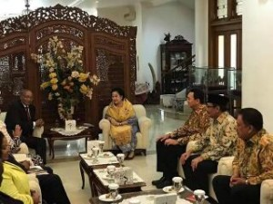Gubernur Sulut Olly Dondokambey, mendampingi Presiden RI ke-5 Megawati Soekarno Putri, di keediaman pribadi di jl. Teuku Umar - Menteng