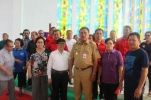 Gubernur Sulut Olly Dondokambey, ketika membuka pekan olahraga P/KB GMIM wilayah Manado Barat Daya