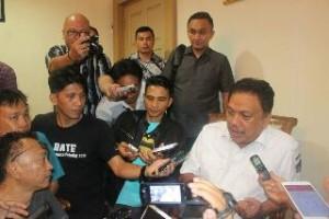 Gubernur Sulut Olly Dondokambey, ketika diwawancarai wartawan