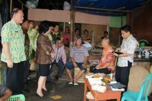TPID Sulut ketika melalukan sidak di pasar bersehati Manado