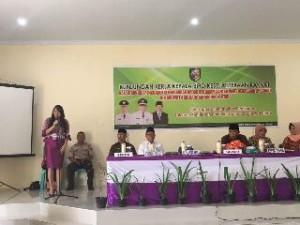 Kepala Biro Kesra Sulut dr. Devi Kartika Kandouw-Tanos, ketika memberikan sambutan pada kegiatan dialog antar umat bergama di Kabupaten Bolaang Mongondow Utara
