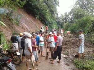 Salah satu lokasi bencana longsor di Kabupaten Minsel, akibat hujan deras, Selasa (24/3/2017)