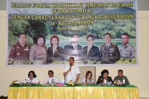 Wali Kota Jimmy F Eman memberikan sambutan di pertemuan Forkopimda dengan perangkat kelurahan