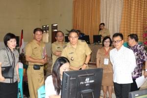 SBAN Liow bersama Wali Kota Tomohon, Ketua DPRD Tomohon memantau Pelaksanaan UNBK
