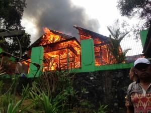 Dilalap Jago Merah, Rumah di Kinilow Satu Tomohon Tinggal Puing