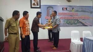 Asisten Umum dan Staf Ahli Bidang ekonomi dan Pembangunan bersama KPK