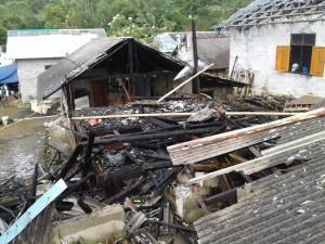 Jago Merah Beraksi di Pangolombian, Dua Rumah Hangus