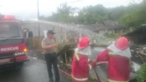 Kebakaran di Kelurahan Pangolombian Tomohon Selatan