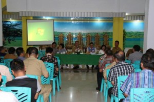 Rapat dipimpin Ketua   Umum Panitia Jimmy F Eman