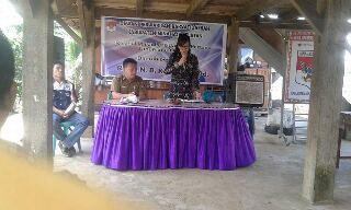 Resesanggota DPRD Minsel Rita Kawung di Desa Kumelembuai