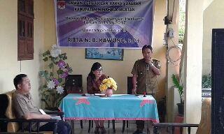 Resesanggota DPRD Minsel Rita Kawung di Desa Kumelembuai Satu