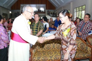 Wakil Wali Kota bersama Uskup Manado