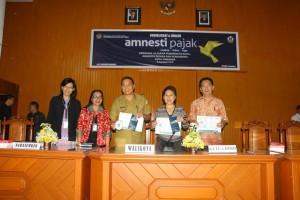 Wali kota saat membuka kegiatan amnesty pajak