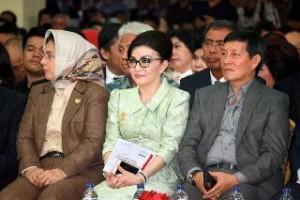 Bupati Minsel Hadiri Pelantikan Bupati Sangihe dan Bolmong