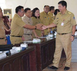 Wwali Bitung Maurits Mantiri, ketika menghadiri Rapat Koordinasi TKPKD Provinsi Sulawesi Utara dan Kabupaten/Kota Se-Sulawesi Utara yang dibuka langsung oleh Wakil Gubernur Sulawesi Utara (Sulut) Drs Steven O Kandouw di Ruang Rapat Bappeda Sulut, belum lama ini