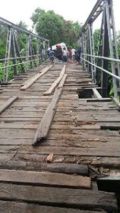 Bupati Minsel Minta Pemprov Sulut Perhatikan Jembatan Penghubung Minsel dan Minahasa di Desa Rap-Rap