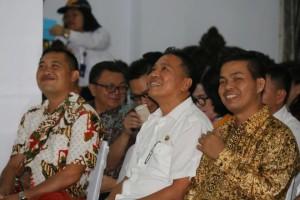Wali Kota Tomohon diapit mantan Kapolrea dan Kapolres Tomohon