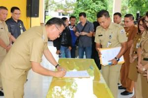 Wali kota saat menandatangani perjanjian kinerja