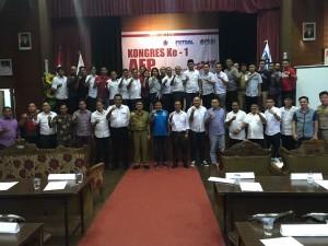 Foto bersama pengurus AFP Sulut, Asprov PSSI Sulut, dan Kadispora Sulut Janny Lukas.