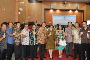 Wali Kota, Wakil Wali Kota Tomohon bersama jajaran usai menerima LHP dari BPK