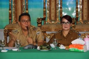 Wali Kota dan Wakil Waki Kota Tomohon saat memimpin Rapat Persiapan TIFF