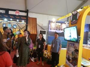 Stand Pameran Kota Tomohon di Rakernas Apeksi Malang