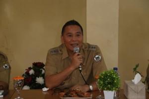 Wali Kota Tomohon saat memimpin rapat