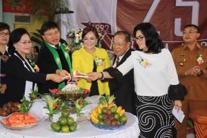 Pemasangan Lilin HUT ke-25 Jemaat GMIM Kuranga Wilayah Tomohon Dua