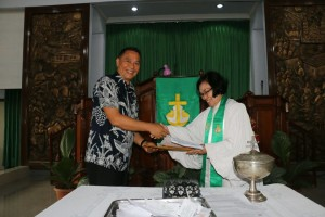 Wali Kota Tomohon menerima tugas sebagai Ketua Panitia HUT ke-69 GMIM Maranatha Paslaten
