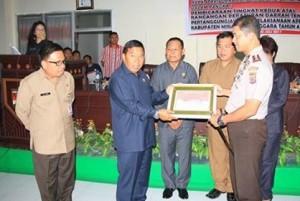 Sukses Amankan Idul Fitri dan Pengucapan Syukur di Mitra, Sumendap Beri Penghargaan Polres Minsel