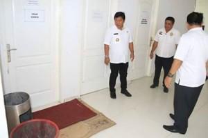 Tingkatkan Kinerja ASN, Bupati James Sumendap Sidak BKD Dan Sekretariat Daerah